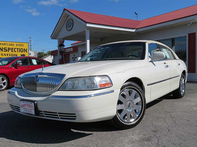 "2004 Lincoln Town Car ""Ultimate"""