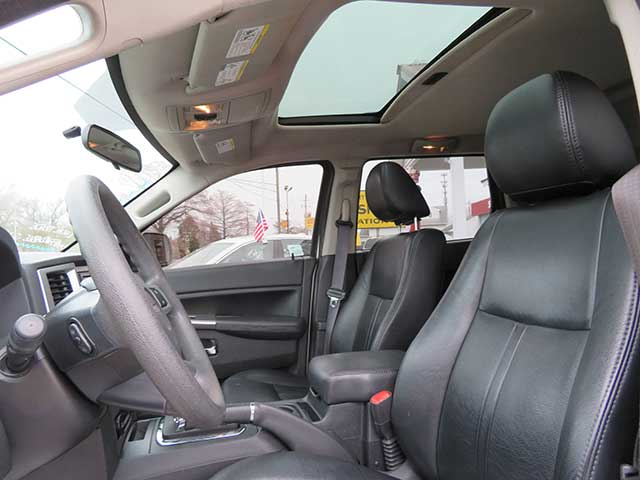 "2010 Jeep Grand Cherokee ""Laredo"" 4x4 Sunroof/Leather"